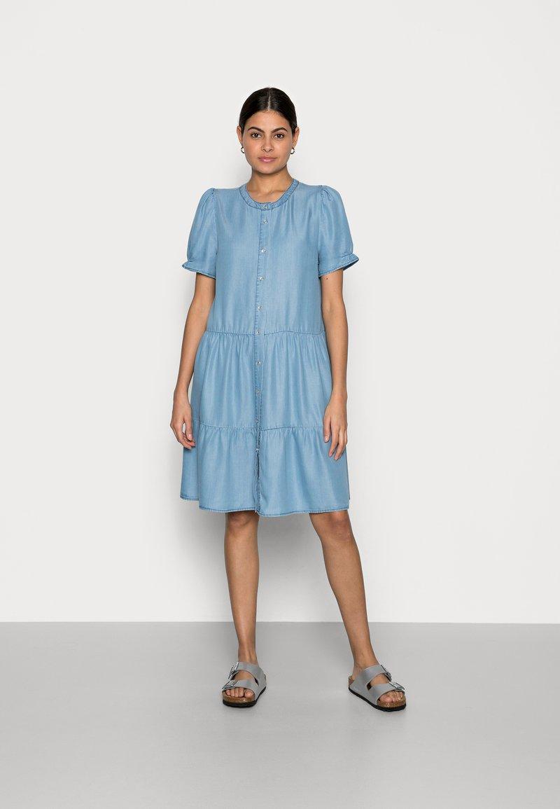 Freequent - ROSIE - Denim dress - light blue