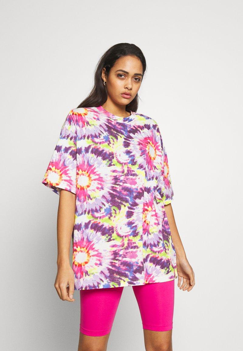 Monki - CISSI TEE  - T-shirts - white/pink