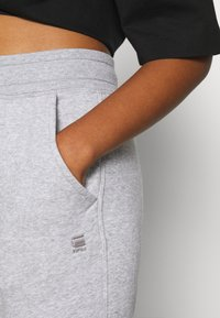 G-Star - PREMIUM CORE TAPERED PANT - Tracksuit bottoms - grey heather - 4