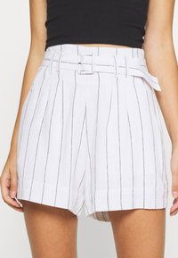Abercrombie & Fitch - LONG INSEAM STRIPE - Shorts - white/blue - 4