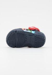 Crocs - CROCS MARVEL AVENGERS PATCH - Sandály do bazénu - navy - 4