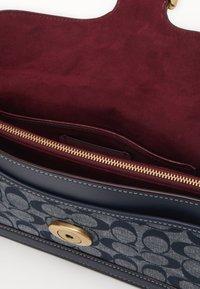 Coach - SIGNATURE TABBY SHOULDER BAG - Handbag - midnight navy - 3