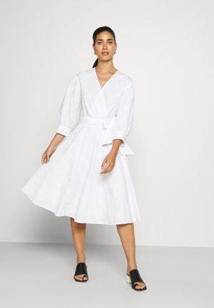 LOGO EMBROIDERED SHIRT DRESS - Vestito estivo - white