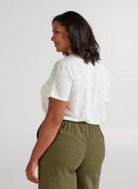 Zizzi - Basic T-shirt - off-white - 2