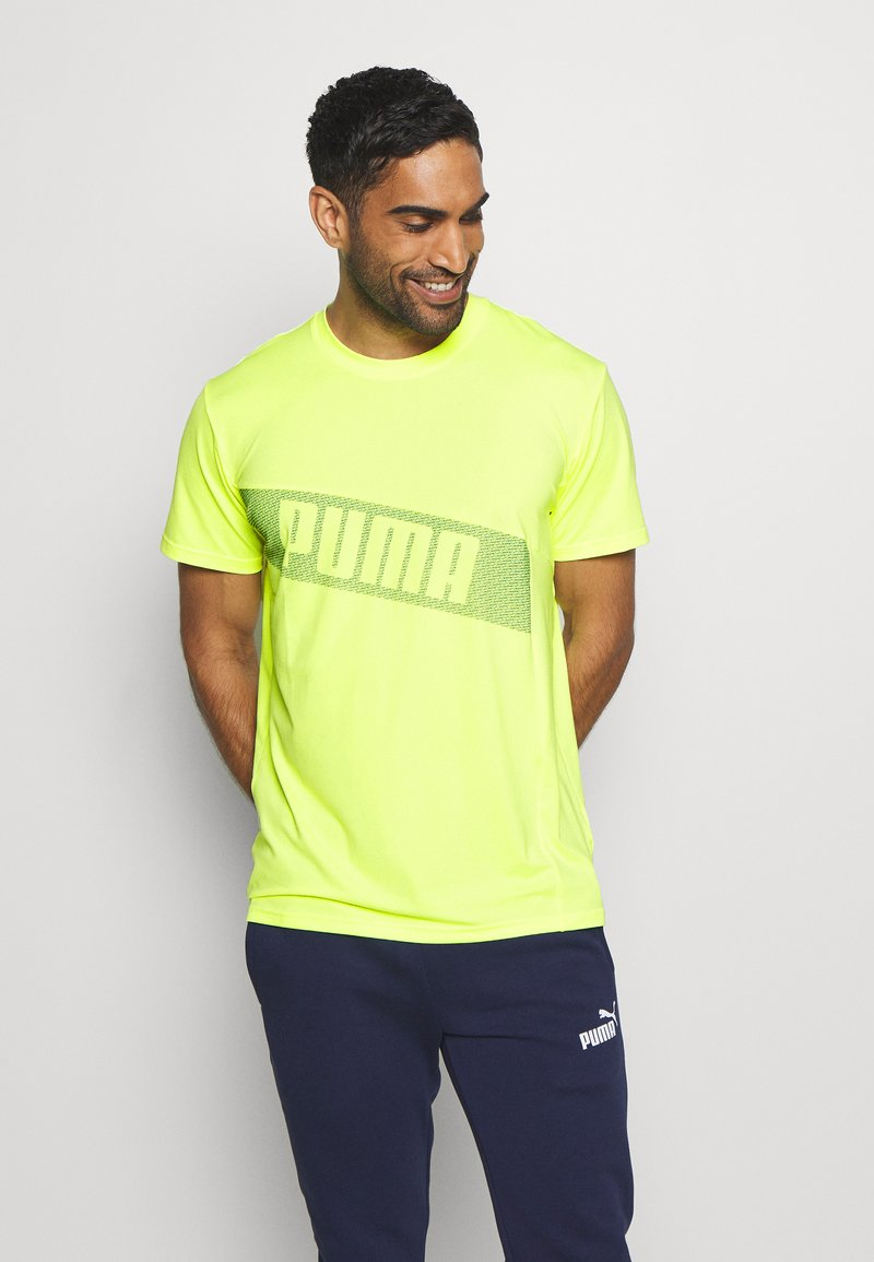 Puma - TRAIN GRAPHIC SHORT SLEEVE TEE - T-shirt print - fizzy yellow