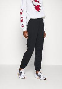 Even&Odd - 2 PACK - Loose fit Joggers - Pantaloni sportivi - black/white - 3