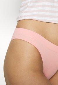 Gilly Hicks - SEAMLESS HIGH LEG 3 PACK - Thong - white/peach/black - 5