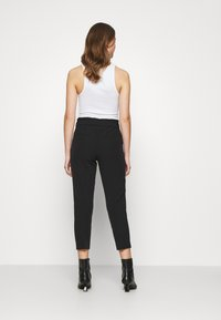 ONLY - ONLFRESH PAPERBAG PANT  - Kalhoty - black - 2