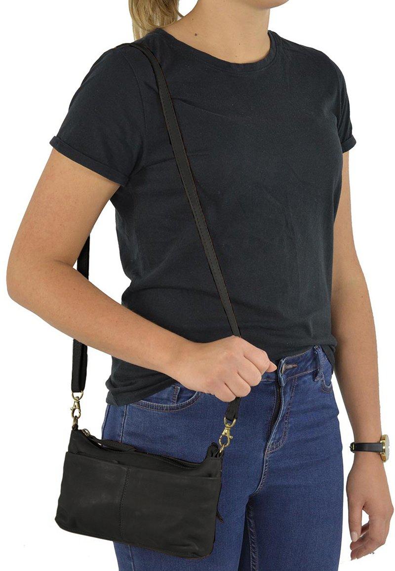 Gusti Leder - Across body bag - black