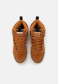 Vans - ULTRARANGE EXO MTE UNISEX - Skate shoes - pumpkin spice - 3
