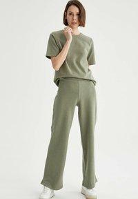 DeFacto - Trousers - khaki - 1