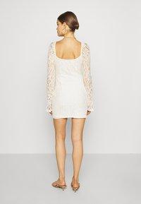 NA-KD - RUCHED MINI DRESS - Vestido de cóctel - off white - 2