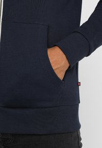 Jack & Jones - JJEHOLMEN - Sweatjacke - navy blazer - 5