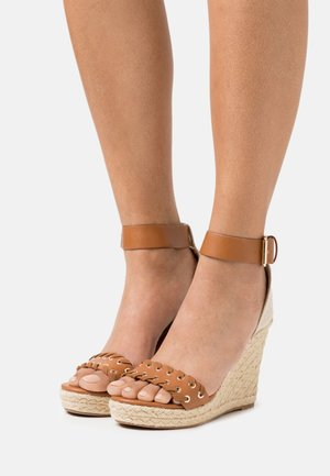 ONLAMELIA WRAP EYELET - Platform sandals - cognac