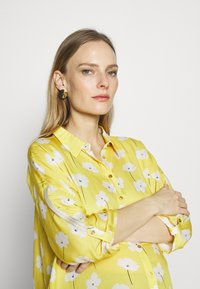 Paulina - SWEET FLOWERS - Camisa - yellow - 3