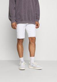Only & Sons - ONSPLY LIFE  - Denim shorts - white denim - 0