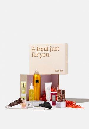 ZALANDO BEAUTY BOX 2021 FOR HER - Advent calendar - -