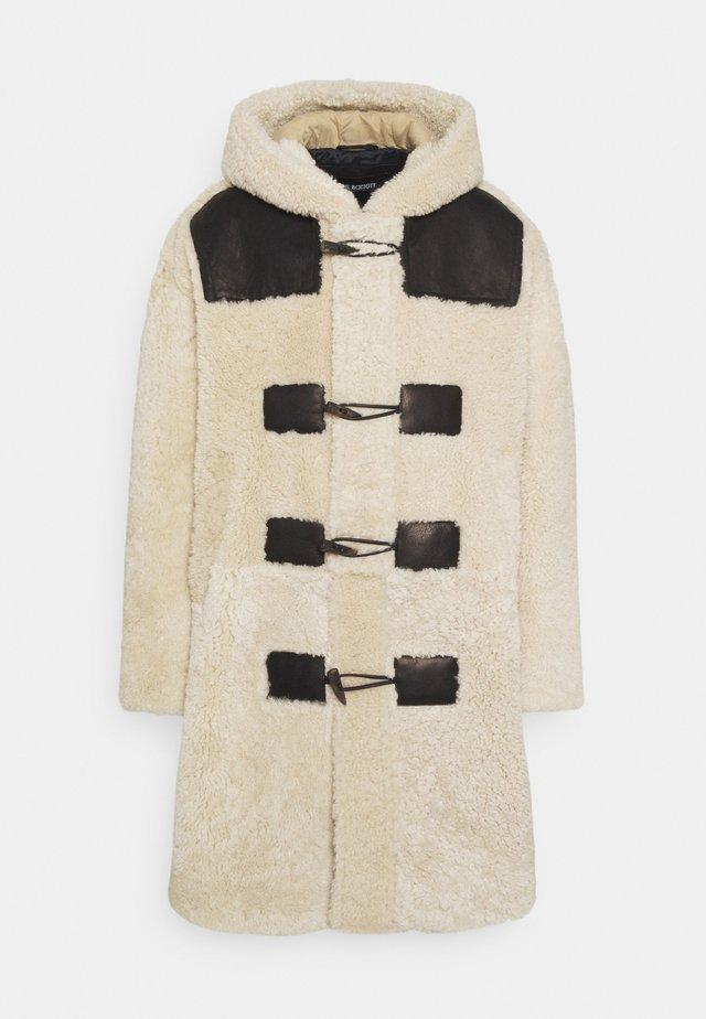 SHEARLING DUFFLE COAT - Manteau classique - natural/black