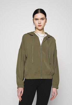 VMCOCO HOODIE - Summer jacket - ivy green