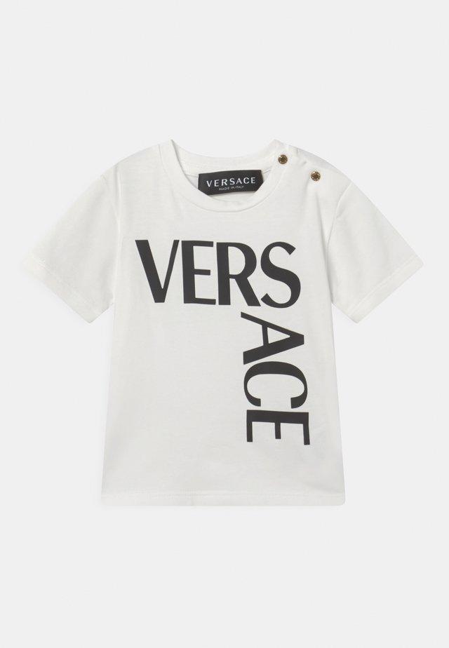 LOGO UNISEX - T-shirt con stampa - bianco/nero