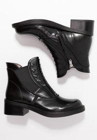 Coach - COACH X TABITHA SIMMONS - Kotníkové boty - black - 3