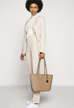 BRYANT BOX SUTTON - Tote bag - sand
