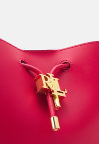 Lauren Ralph Lauren - ANDIE DRAWSTRING MEDIUM - Across body bag - red - 4