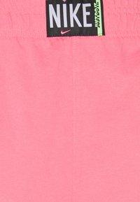 Nike Sportswear - WASH  - Shorts - sunset pulse/black - 6