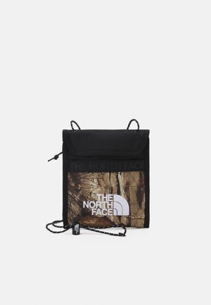 BOZER NECK POUCH UNISEX - Across body bag - kelp tan forest floor/black