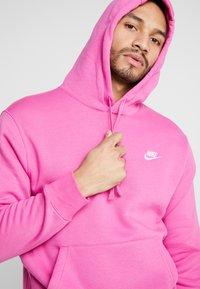 Nike Sportswear - CLUB HOODIE - Luvtröja - active fuchsia/cosmic fuchsia/white - 3