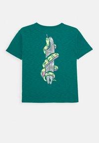GAP - BOY - Print T-shirt - electric jade - 1