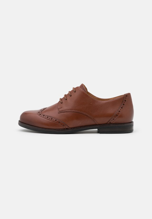 LACE UP - Stringate - cognac