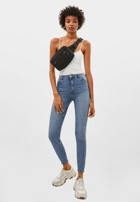Bershka - Jeans Skinny Fit - blue denim - 1