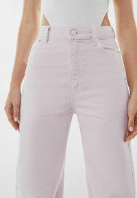 Bershka - Fließende - Flared Jeans - pink - 3