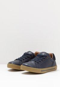 Birkenstock - PORTO - Sneakers laag - navy - 3