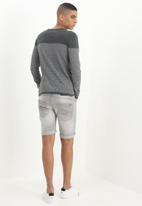 INDICODE JEANS - KADEN - Jeansshorts - light grey - 2