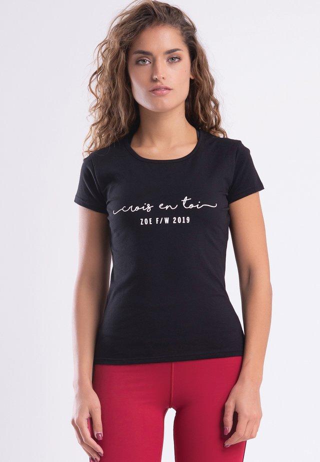 CROIS EN TOI - T-shirt z nadrukiem - black