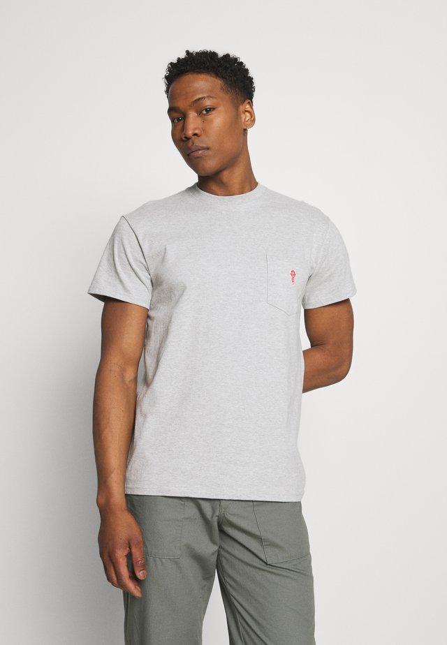 LOOSE FIT POCKET - T-shirts - grey melange