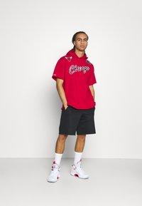 Mitchell & Ness - NBA CHICAGO BULLS GAMEDAY HOODY - Sweatshirt - red/scarlet - 1