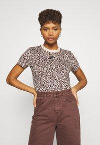 Nike Sportswear - PACK TEE - Print T-shirt - beige - 0