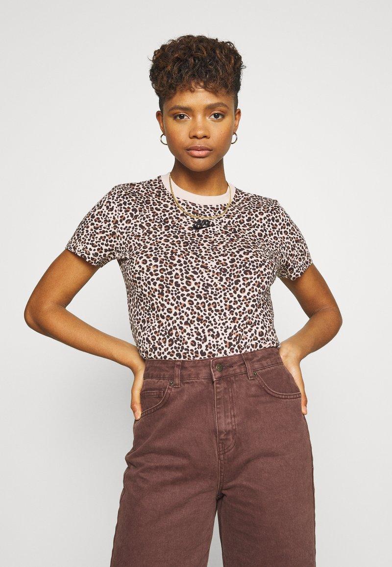 Nike Sportswear - PACK TEE - Print T-shirt - beige