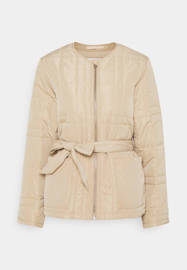 SLFPLASTIC CHANGE QUILT SPRING JACK - Summer jacket - taupe