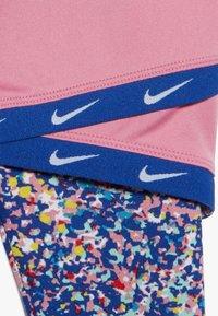 Nike Sportswear - SPORT TUNIC REGRIND SET BABY - Leggings - Trousers - hyper blue - 4