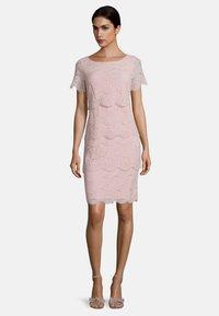 Vera Mont - Shift dress - foggy rose - 0