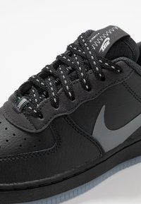 Nike Sportswear - FORCE 1 LV8 3 - Zapatillas - black/silver lilac/anthracite/white - 2