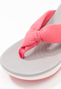 Cloudsteppers by Clarks - ARLA GLISON - Infradito - raspberry - 2