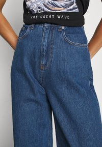 NA-KD - WIDE LEG  - Jeansy Straight Leg - mid blue - 5