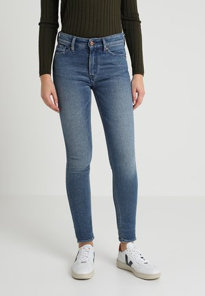 JUNO HIGH - Jeansy Slim Fit - liberty marble blue