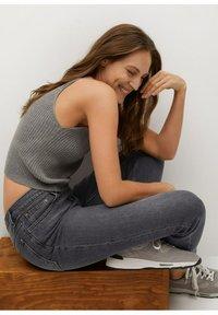 Mango - NEWMOM - Slim fit jeans - open grijs - 5