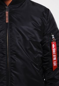 Alpha Industries - Kurtka Bomber - black - 4